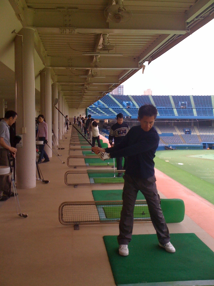 japan_driving_range4_players_ronv.jpg
