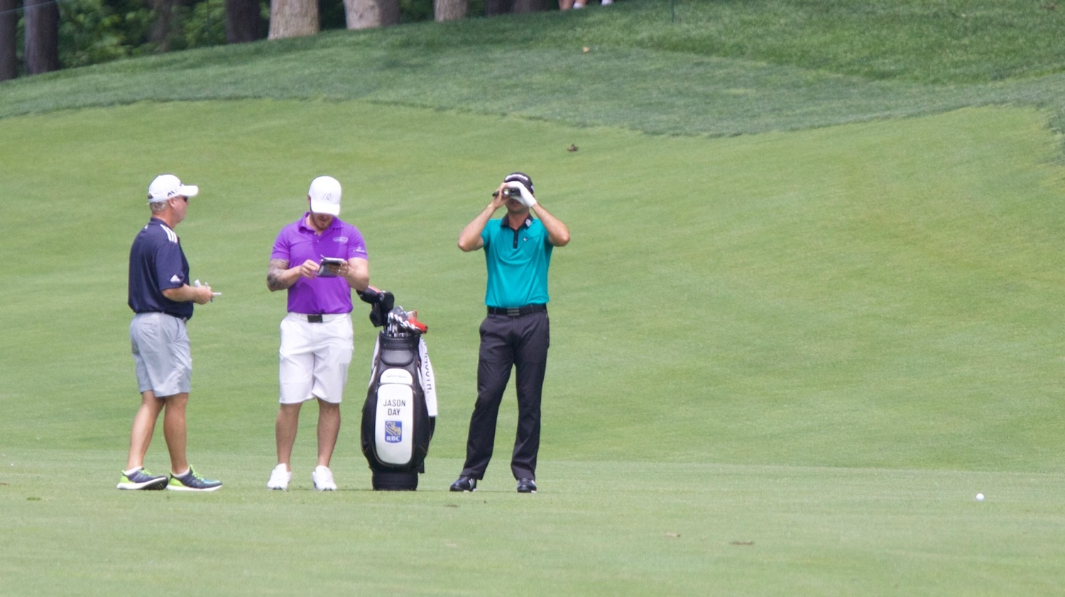 Jason Day Gets the Yardage to 9 Green