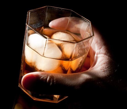 mans-hand-holding-glass-of-alcohol-with-ice.jpg.a9704fd0a8cf9a9f60891fb99f4602fa.jpg